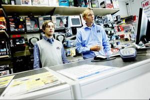 Tomas Leopold, till vänster, och Thomas Ottosson jobbar på Alina Systems i Östersund. De har, sett ur en längre tidsperiod, att intresset för att köpa brännbara cd- och dvd-skivor har minskat.