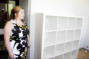 Helene Kristoffersson inspekterar den del av Svenstaviks skola där ett hundratal elever i höst ska lära sig läsa, skriva och uttala det svenska språket.