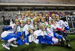 Emma Kronberg, som nu tar en roll i en sportgrupp i Kareby, tror att det finns goda möjligheter att laget får fira med guldhjälmar även efter kommande säsong.