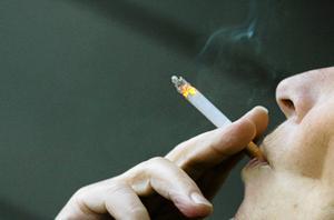 Tony Olofsson uppmanar alla att sluta röka. Så kan man undvika att drabbas av KOL.