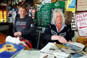 Det har skrivits många artiklar om Almåsa och bråket med samebyn. Tommy och Marie Åsell har sparat alla urklipp under de senaste elva åren.
