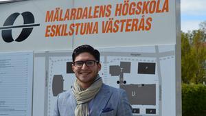 Första terminen på MDH. Gino Nano, 19, tror att fler och fler blir intresserade av att läsa sina utbildningar på engelska.