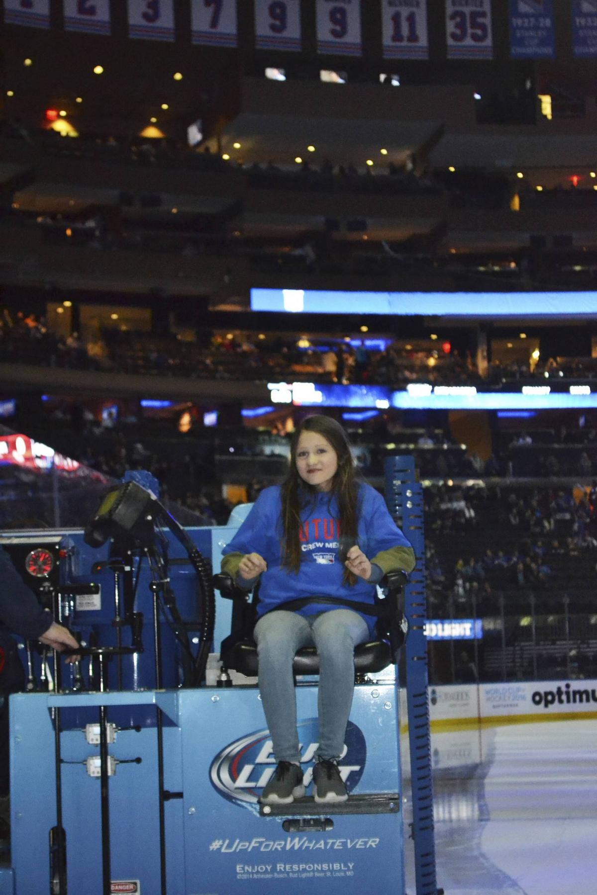 Toppen Matilda, 14, åkte ismaskin inför ett jublande Madison Square WF-81
