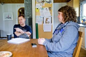 Pappersarbete. – Det var oerhört mycket pappersarbete att göra innan vi kunde få tillbaka två av våra stulna motorcyklar, berättar Thomas och Annika Berggren.