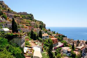 Nu blir det fler resor till Siciliens östra kust.