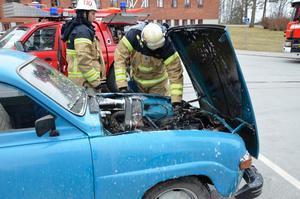Branden i motorrummet var släckt när brandmännen kom till lasarettet. De fick inrikta sig på att städa av platsen.