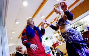 Lasse Jonsson tog chansen att få dansa orientaliskt med ett riktigt proffs.