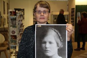 Eva Jernqvist från Alfta har samlat uppgifter om Berta Flodberg, som hade ett skiftande liv. Berta växte upp som barnhemsbarn i Bollnäs, utbildade sig till sjuksköterska och barnmorska och kom till Kina som missionär där hon verkade i slutet av 1920- och början av 30-talet.