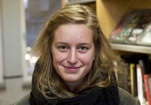 Lisa Blomh, 19, arbetssökande, Gävle:– Nej, det vet jag inte. Men det skulle vara kul att kolla upp. Tidigare har jag fått i uppgift i skolan att läsa nobelpristagare.