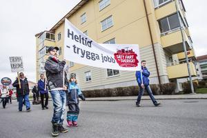 En av dem som gick i förstamajtåget var Mattias Hedin från Tallåsen. För honom är jobb åt unga den viktigaste politiska frågan just nu.