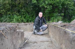Arkeologen Ola George hoppas gå till botten med den gamla stormannagårdens hemligheter.