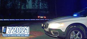 En 45-årig man vårdas med allvarliga skador efter ett skottdrama i Ringvalla utanför Sala.