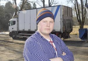 Dennis Eriksson på slakteriet behöver nå kunder, framför allt på måndagar