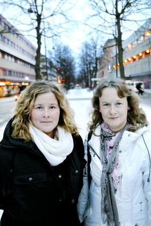 """SAMTALSGRUPP FÖR UNGA. Anhörigstödjaren Marie Bengtsson och kuratorn Anneli Höglin kommer att hålla i samtalsgruppen. """"Det kan kännas lättare att höra andra som befinner sig i en liknande situation. Att möta andra och samtala i grupp i är ett enormt verktyg"""", intygar de."""