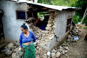 Nepals människor var redan bland de fattigaste i Asien. Nu har de tagit flera steg tillbaka i utvecklingen. Foto: Jonas Gratzer