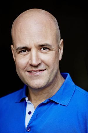 Fredrik Reinfeldt är gäst i det första programmet av