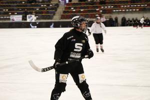 Michelle Löfblad är en av få rutinerade i unga SAIK som föll tung – igen.