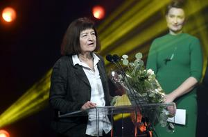 Danska författaren Kirsten Thorup fick ta emot Nordiska rådets litteraturpris i Helsingfors på onsdagskvällen.Foto: Markku Ulander/AP/TT