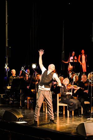 Johan Boding. En något underskattad musikalartist med en härlig pipa som uppenbarligen trivdes fint ihop med Sandvikens Symfoniorkester.