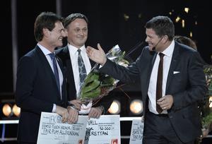 GIF Sundsvall Urban Hagblom fick kliva upp och ta emot en check på 50 000 kronor efter att klubben vunnit Superettans fair-play-liga.