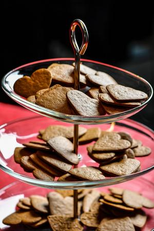 Pepparkakor är lika viktiga till jul som tomten och granen. Vi lät en smakpanel testa sex varianter.   Anders Wiklund/TT