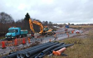 Ett par veckor till får trafikanterna mellan Leksand och Insjön ge sig till tåls innan vägarbetet är klart. Foto: Annki Hällberg