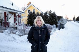 Elisabeth Lindgren väntar fortfarande på sitt fibernät.