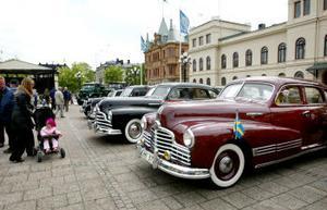 I går firades Sveriges motorhistoriska dag i Sundsvall. En rad veteranbilar drog beundrande blickar till sig på Stora Torget.