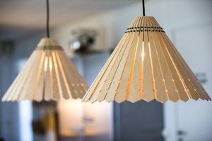 Lampskärmar i furu från Ikea.