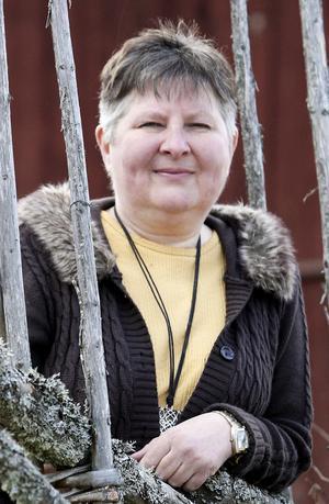 Yvonne Johansson (MP), suppleant i omsorgsnämnden, gillar inte det sätt Anders Hjelm nu behandlas på.