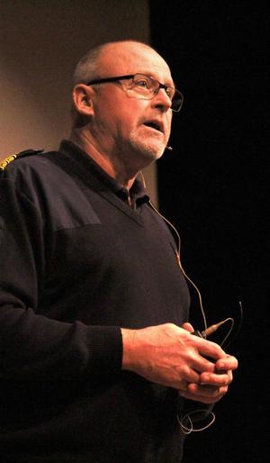 Rolf Ångström, områdeschef för polisen Mellersta Gävleborg, betonade att polisen vill ha in tips på vilka det är som använder droger.