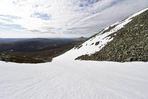 En lång utförsåkning är belöningen när man nått toppen på Nipfjället.