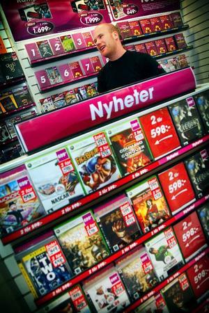 Thomas Espemo är butikschef på spelbutiken GAME, han förklarar att synen på tv-spel har ändrats.