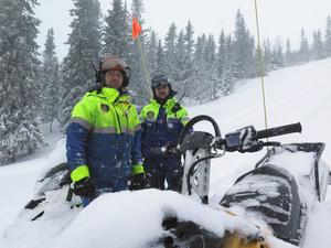 Bydalens pistörer Johan och Filip har fullt upp med att ordningsställa backarna. – När nederbörden kommer öster ifrån då vet vi att Bydalsfjällen får rejält med snö, säger Johan Jonsson.