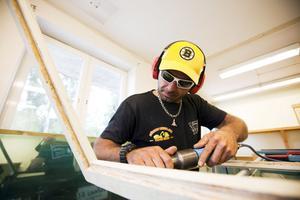 Mehrdad Nesaei som driver Glasakuten i Gävle, satsar nu i Sandviken. Han har även flera andra drömmar och håller på och skriver en bok om sitt liv och har flera planer för sitt företag.