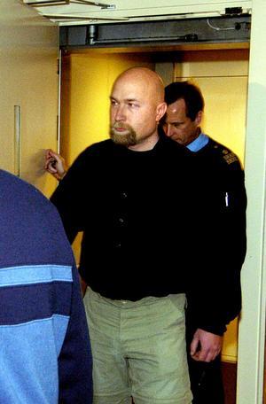 En av ledarna i den nya organisationen är Klas Lund, som tidigare dömts för både dråp och rån.