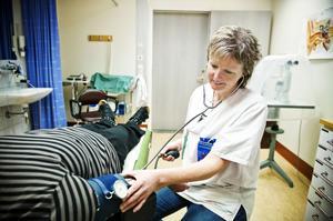 Hälsocentralen Höga Kusten informerar patienterna om att de kan vända sig till patientnämnden om de inte är nöjda med vården. Det gör att vi kan bli bättre också, menar Helena Rödén.