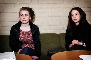 Martina Jönsson och Jessica Roos gillar regeringens förslag om skärpta krav för att få grundläggande behörighet. Foto: Anna-Karin Pernevill