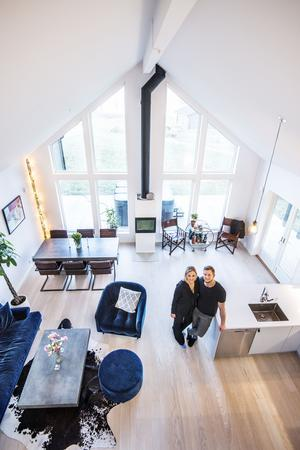 Fanny Törnquist Persson och Johan Motin flyttade in i sitt drömhem i juni i fjol.