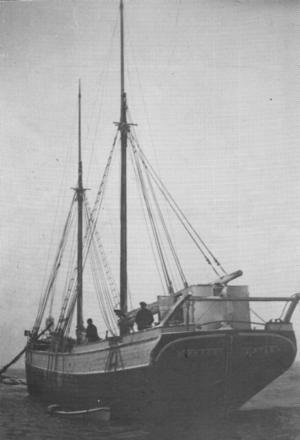 """""""Percy"""" strandad på Tjockö en vinter på 30-talet."""