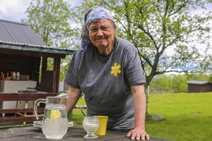 Margareta Kristoffersson fixade fika till gästerna under Nationalparkens dag