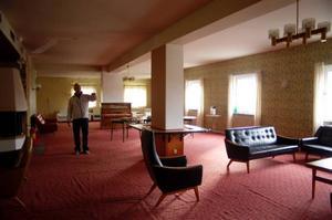 Den här våningen på Hotell Tänninge ska tillsammans med dansbanan renoveras till originalskick.
