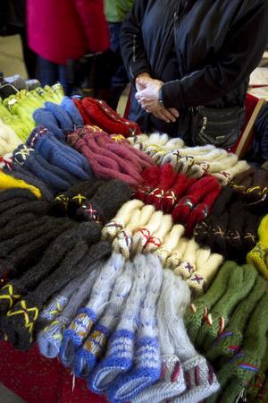 Än är det varmt, men förutseende kunder i Tövsätter kunde skaffa nya vantar till vintern.