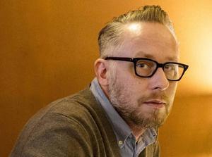 Po Tidholm, 44 år, journalist och författare:      – Nej, den situationen har jag aldrig varit i. Men jag vill hålla firandet så litet som möjligt med familjen, så det är så nära ensam man kan komma.