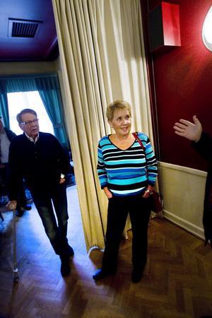 Lasse Wahlqvist och Birgitta Eliasson berättar om klubblokalen.