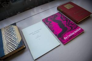 Andra föremål auktioneras också ut, som några av Garbos böcker.   Foto: NORA LOREK / TT