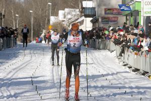 Kalle Gräfnings går över mållinjen som segrare 2015.