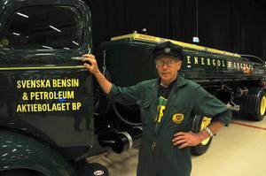 Rune Jonsson köpte denna tankbil 2002. Det tog tre år att restaurera vad som en gång tjänat som tankfordon på Dala Airport.