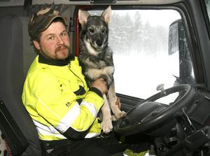 Danne Persson med hunden Viitas.