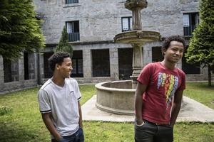 Biniam Layne, 19 år, och Ibrahim Ahmed Mohammed, 21 år, är båda från Eritrea men träffades på boendet i Guimarães.